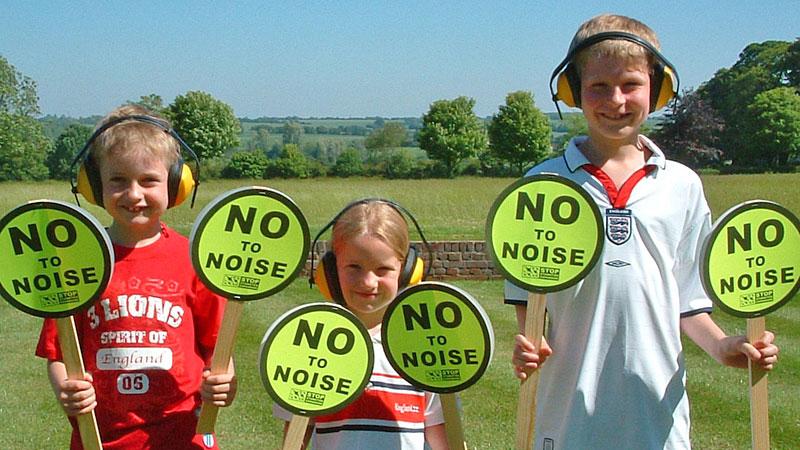 Report noisy aircraft